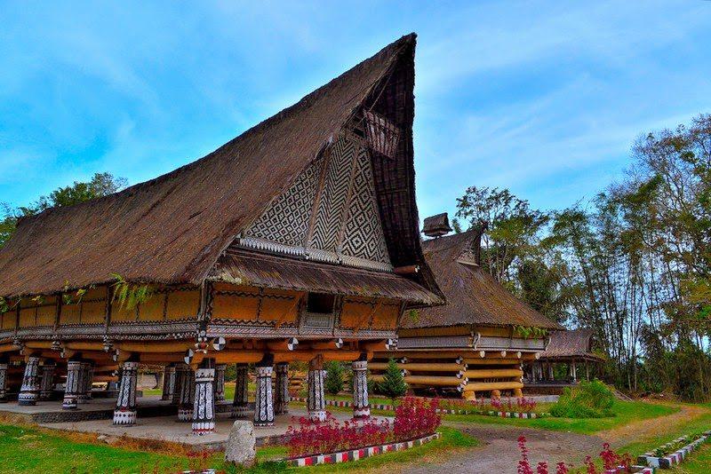 Gambar dan Foto Rumah Bolon: Rumah Adat Batak Sumatera Utara