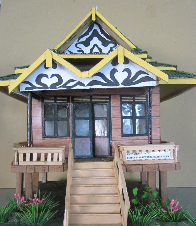 Miniatur Rumah Adat Kalimantan