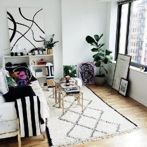 foto rumah minimalis terbaru kursi menghadap jendela